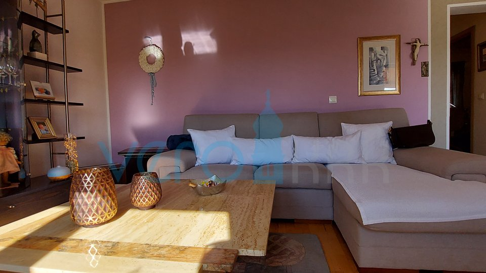 City of Krk, wider surroundings, newer detached house with two apartments and a garden