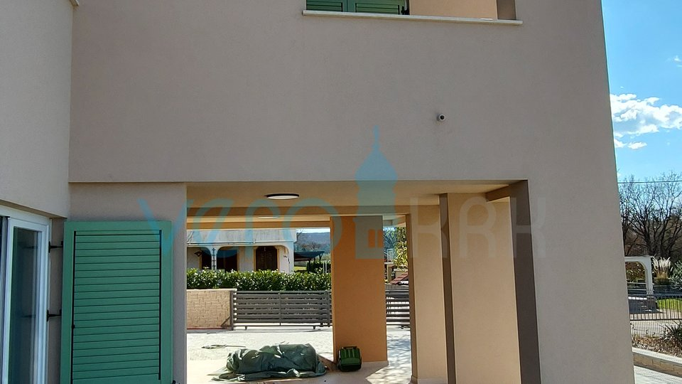 Malinska, okolica, samostojeća moderna kuća sa pogledom na more i bazenom