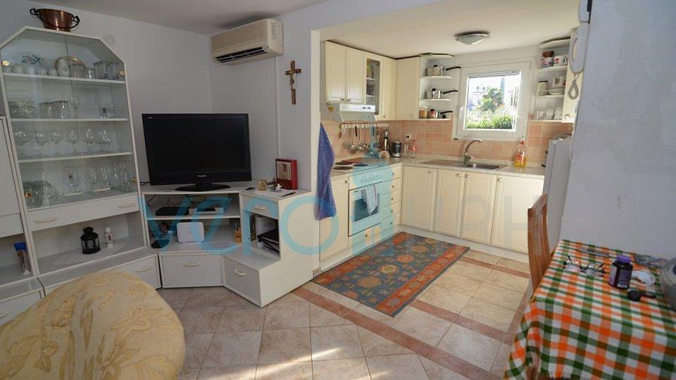 Otok Krk, Njivice, samostojna hiša z delnim pogledom na morje, le 200m do plaže