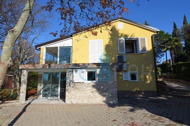 Insel Krk, Njivice, freistehendes Haus mit seitlichem Meerblick, nur 200 m vom Strand entfernt