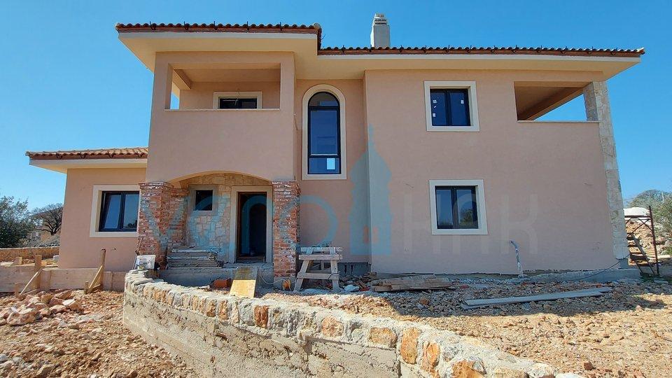 Otok Krk, okolica, nova moderna mediteranska vila sa bazenom i okućnicom