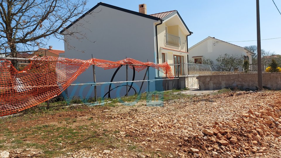 Krk city, wider surroundings, building plot 500m2 with a building permit