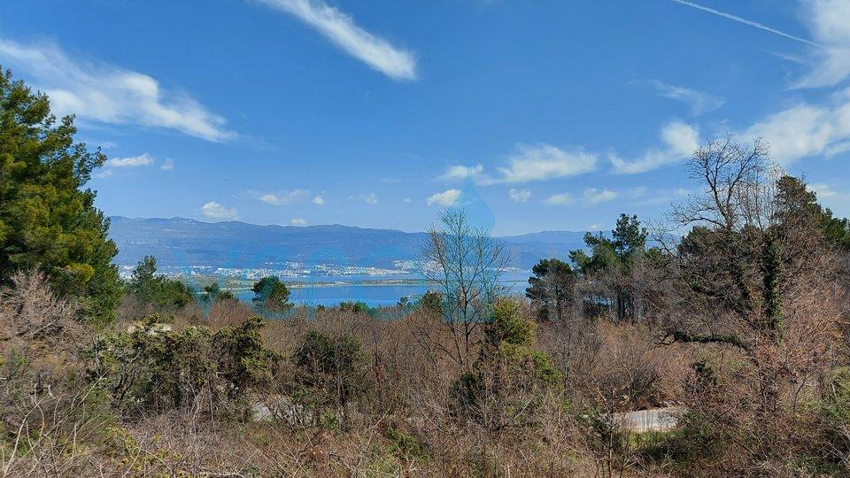 Otok Krk, Uvala Soline, lijep dvosoban apartman u prizemlju s pogledom na more, okućnicom i bazenom