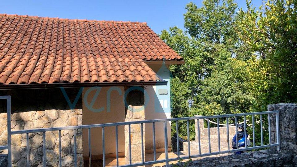 Omišalj, otok Krk, samostojeća kuća sa pogledom na more i okućnicom 100m do plaže