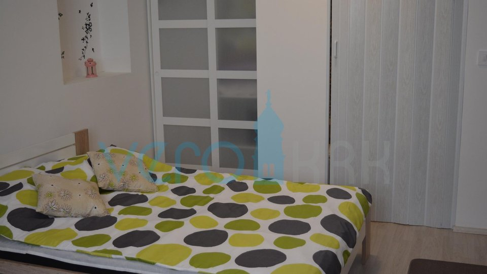 Vrbnik, otok Krk, adaptirana kuća sa 2 apartmana