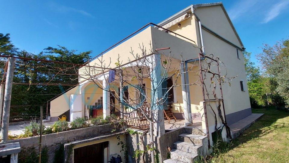 Grad Krk, šira okolica, dvojna kuća sa dva stana i okućnicom