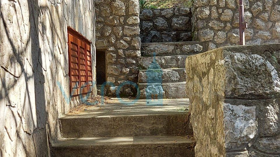 Jadranovo, Crikvenica, samostojeća kuća sa 2 stana i pogledom na more
