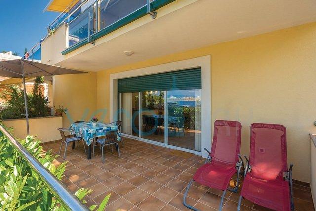 Otok Krk, Omišalj, dvosobni apartman 20m do mora