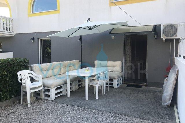 Čižići, otok Krk, jednosobni stan sa okućnicom