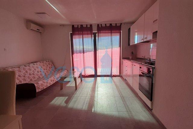 Malinska, dvosoban stan sa galerijom na 2 katu sa prekrasnim pogledom na more