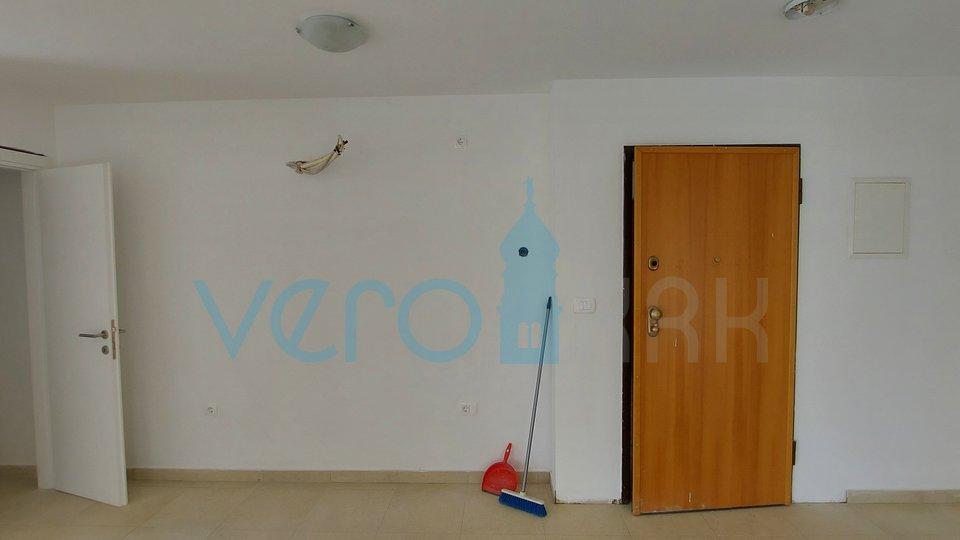 Otok Krk, Čižići, apartman od 52 m2 u prizemlju sa okućnicom