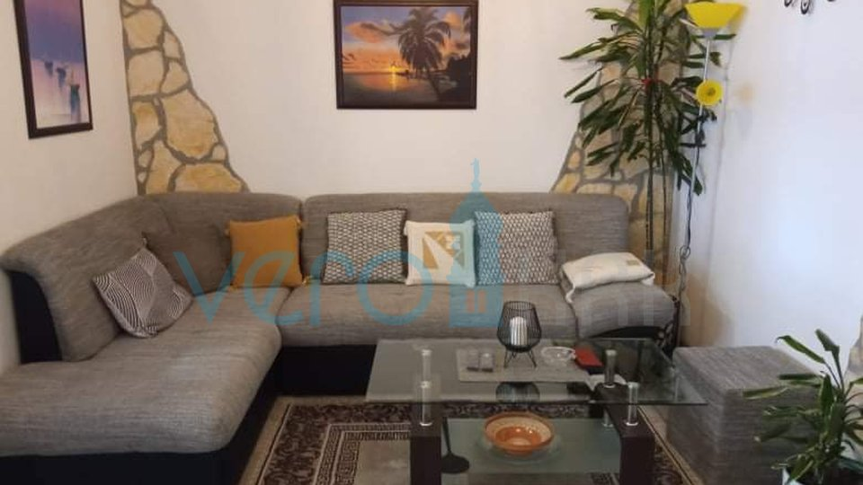 Grad Krk, šira okolica, dvosoban stan u prizemlju sa okućnicom