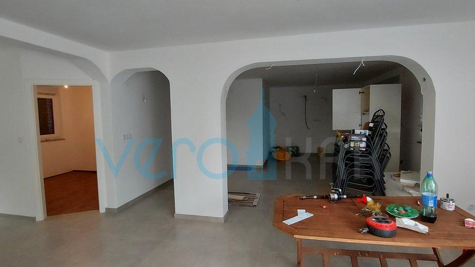 Uvala Soline, nova samostojeća kuća sa tri apartmana