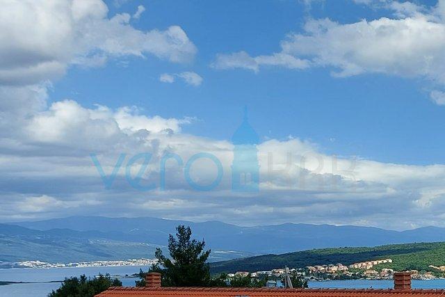 Uvala Soline, otok Krk, stan na katu sa pogledom na more
