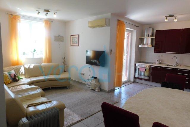 Malinska, Insel Krk, komfortable Wohnung mit drei Schlafzimmern im 1. Stock