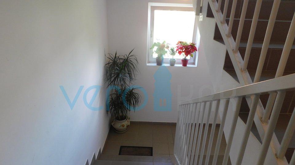 Malinska, otok Krk, trosobni komforni stan na 1. katu