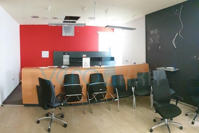 Grad Krk, centar poslovni prostor 112,50m2 - cijena najma na upit