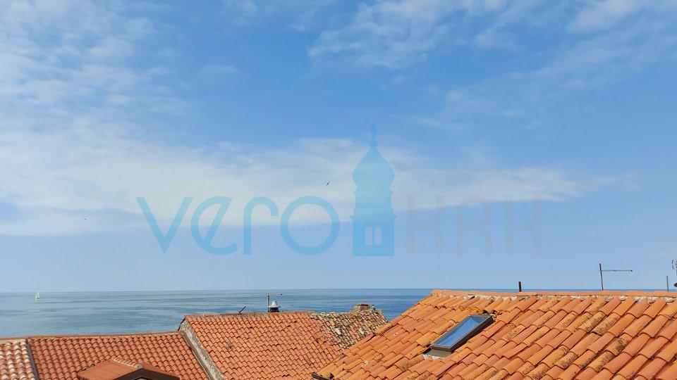 Umag, jezgra grada, kamena kuća sa pogledom,  na 50m od mora