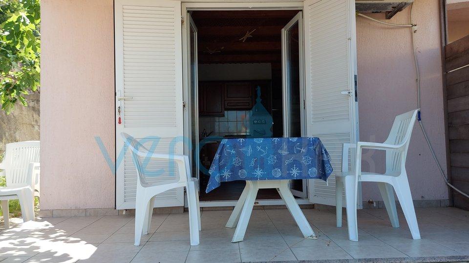Uvala Soline, stan 1 red do mora sa okućnicom 104 m2