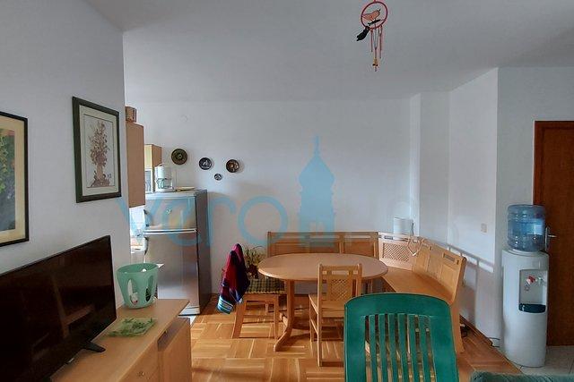 Malinska, möblierte Wohnung mit zwei Schlafzimmern im Erdgeschoss mit großem Garten