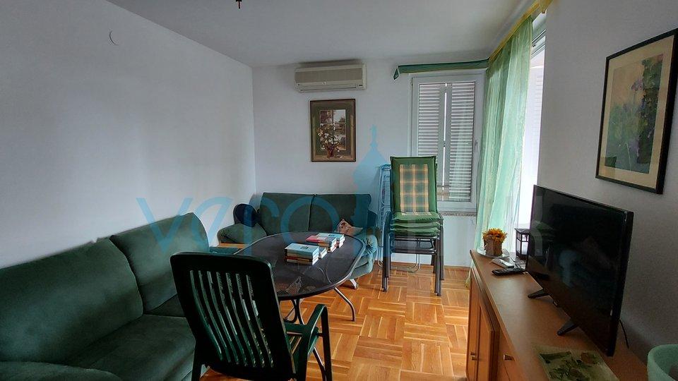 Malinska, namješten dvosoban stan u prizemlju sa velikom okućnicom