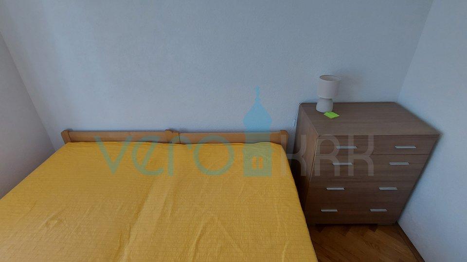 Malinska, dvosobni apartman u prizemlju, na izvrstnoj lokaciji