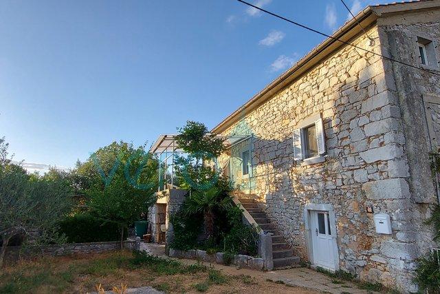 Grad Krk, šira okolica, kamena kuća sa okućnicom na mirnoj lokaciji