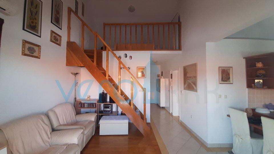 Uvala Soline, stan 61 m2 na katu sa pogledom na more