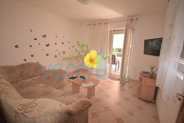 Novi Vinodolski, dvoetažni stan 78 m2 u blizini mora i marine