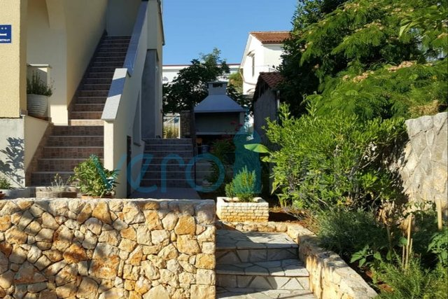 Krk, wider surroundings, semi-detached house with two apartments and sea view