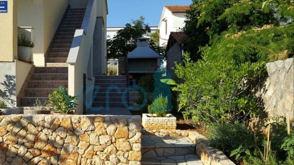 Krk, šira okolica, dvojna kuća sa dva stana i pogledom na more