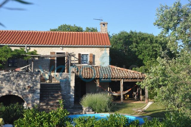 Dobrinj, surroundings, detached stone house with pool and garden