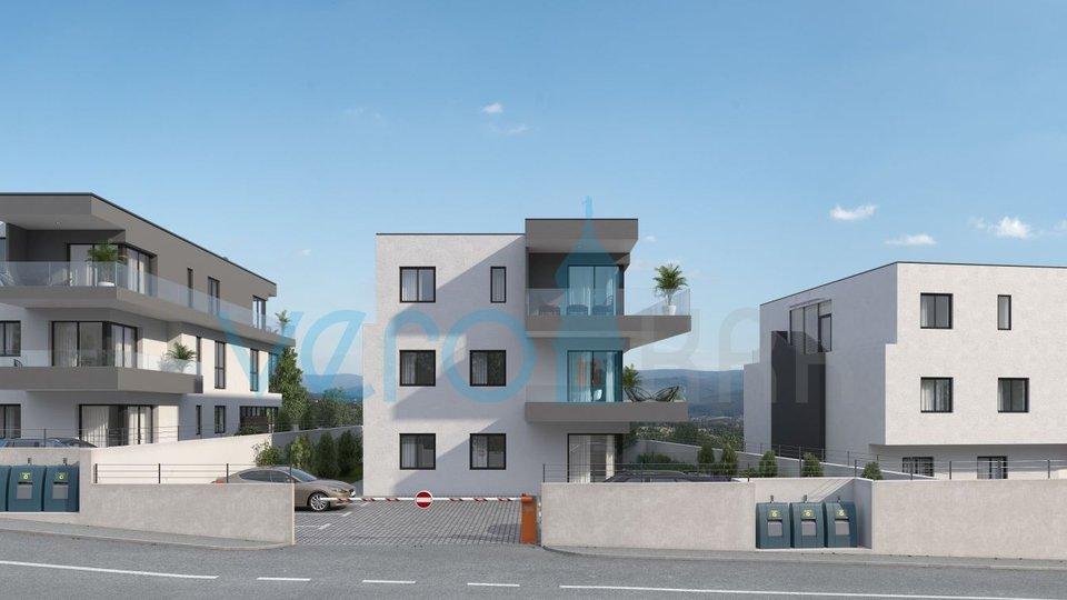 Grad Krk, atraktivan trosoban stan sa terasom i pogledom na 2 katu u novogradnji