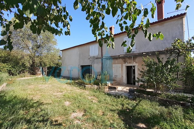 Krk town, wider surroundings, property with a house and a garden of 2300m2