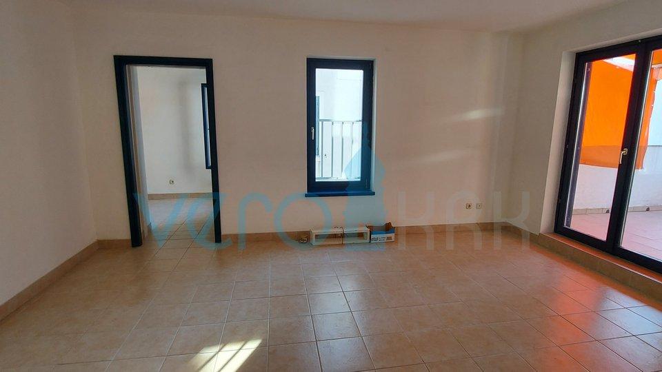 Malinska, Apartment mit zwei Schlafzimmern mit großer Terrasse 150 m vom Meer entfernt