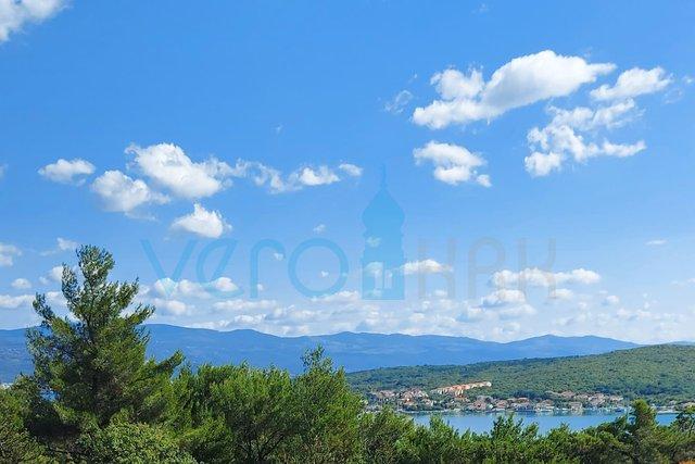 Uvala Soline, otok Krk, trosoban stan na 2 katu sa pogledom na more