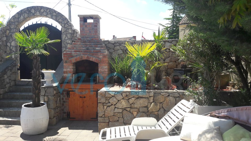 Island of Krk, Silo, surroundings, renovated authentic house with three apartments, swimming pool and nice garden