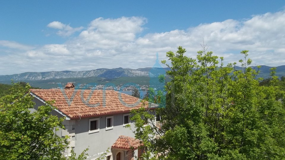 Otok Krk, Šilo, apartma z vrtom v pritličju s pogledom na morje