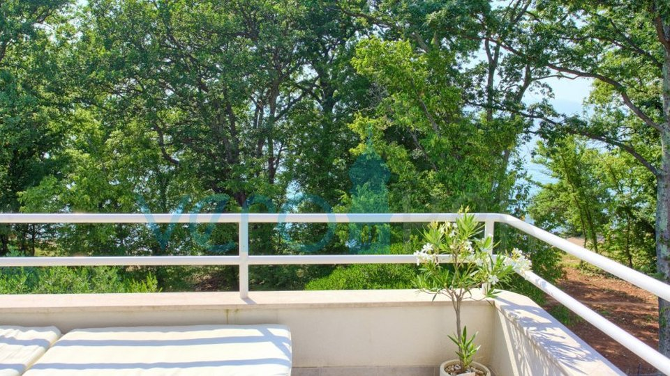 Island of Krk, Njivice, superb apartment 1 row to the sea