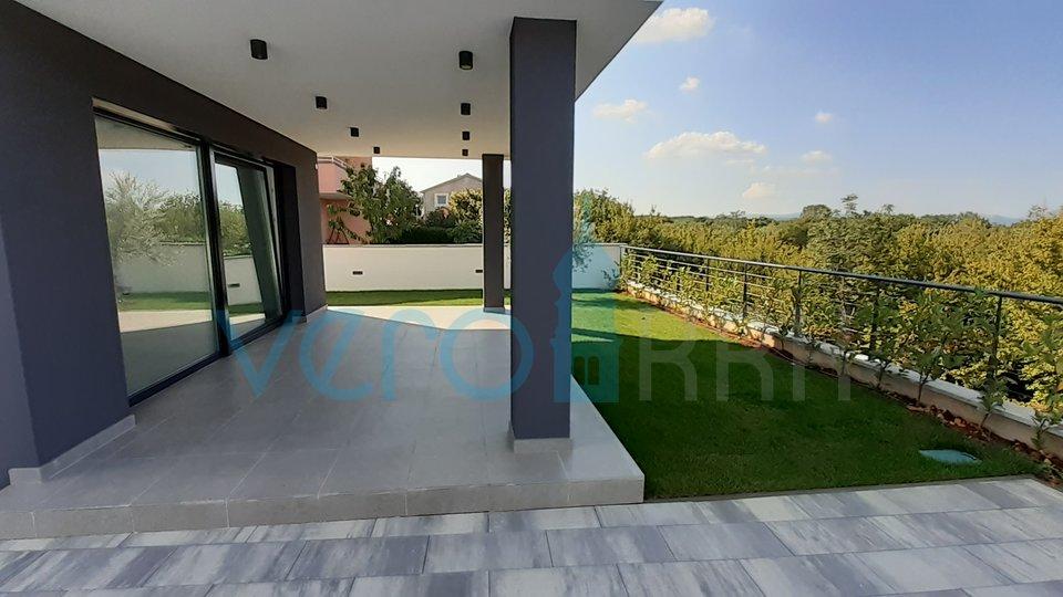 Isola di Krk, Malinska, dintorni, nuova villa moderna con piscina e giardino