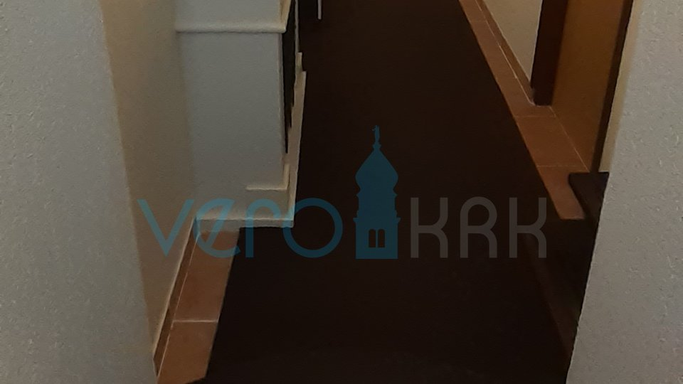 Baška, otok Krk, centar, 30m do mora, lijep troetažni stan