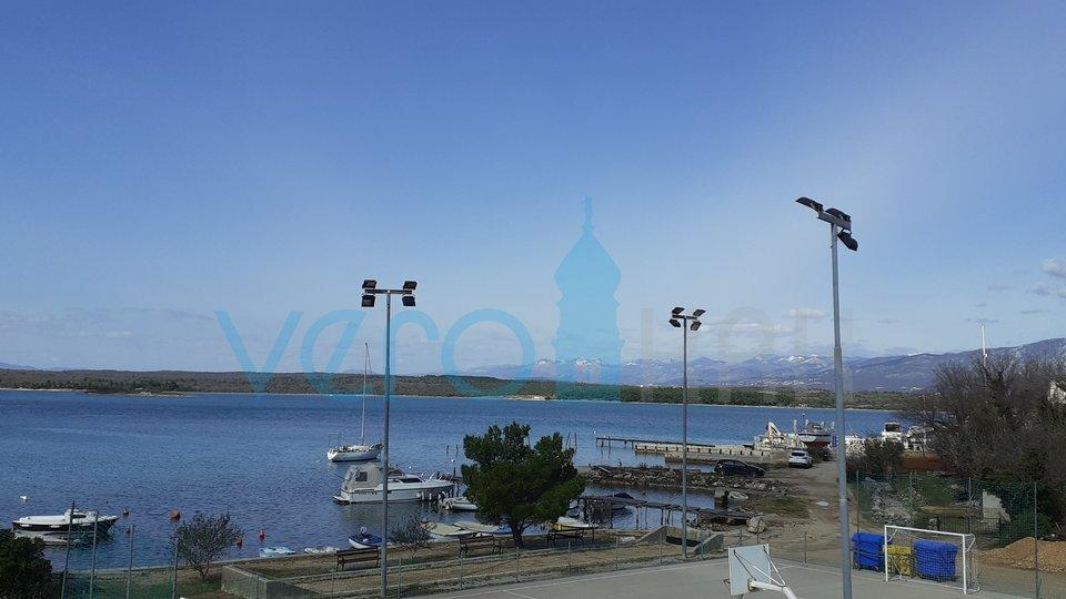 Otok Krk, Klimno, dvosoban apartman 1 red do mora sa prekrasnim pogledom