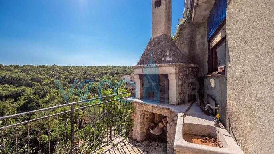 Otok Krk, Dobrinj, stara primorska kuća s pogledom na more