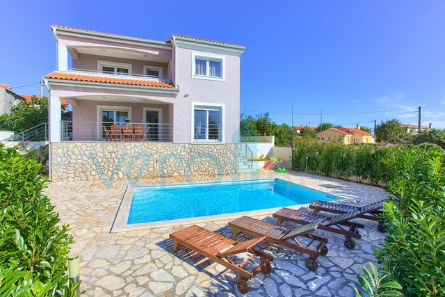 Otok Krk, mesto Krk, samostojna hiša z bazenom in pogledom na morje