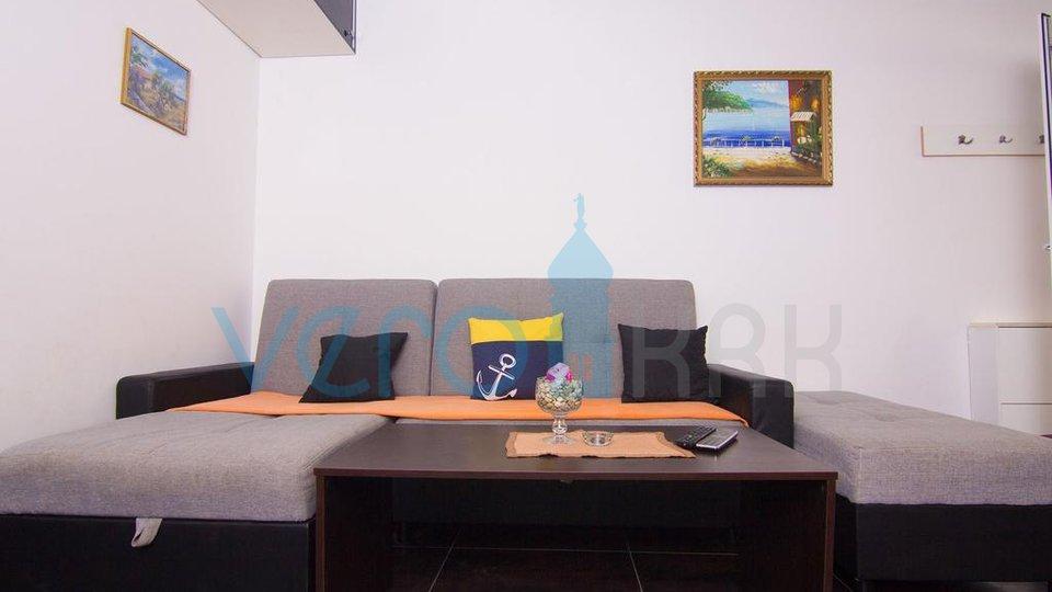 Otok Krk, okolica, kuća sa dva apartmana i pogledom na more
