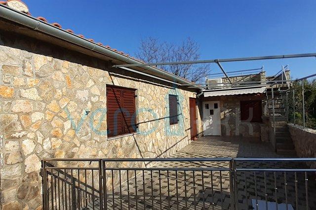 Krk Stadt, Umgebung, renoviertes Steinhaus mit Terrasse