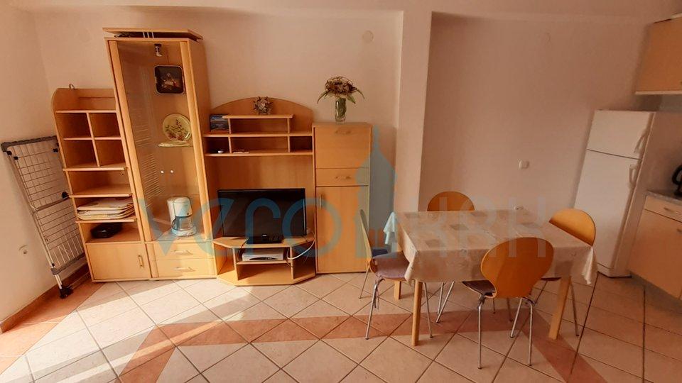 Malinska, lepo, enosobno stanovanje v prvem nadstropju