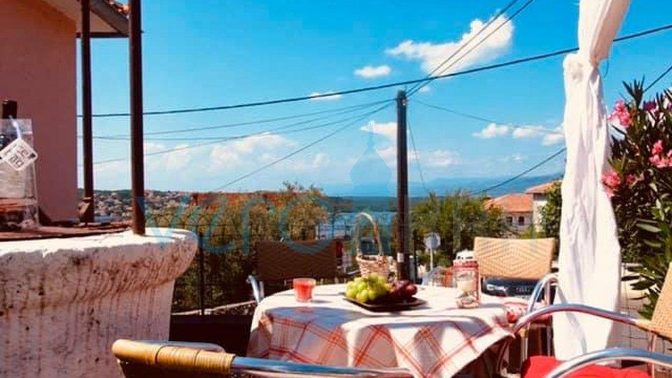 Otok Krk, Soline, samostojeća kuća s pogledom na 200m od mora
