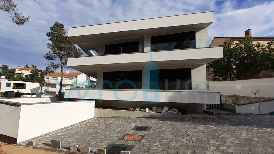 Malinska, Insel Krk, moderne Villa 300 m vom Meer entfernt