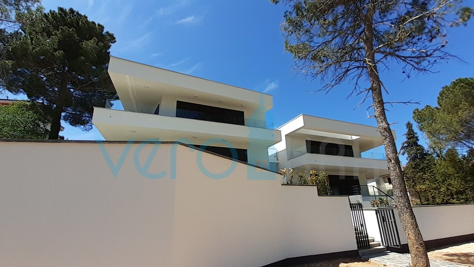 Malinska, island of Krk, modern villa 300m from the sea